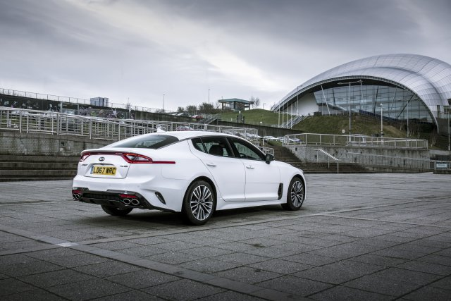 2019_kia_stinger_gt-line_uk_model_002.jpg