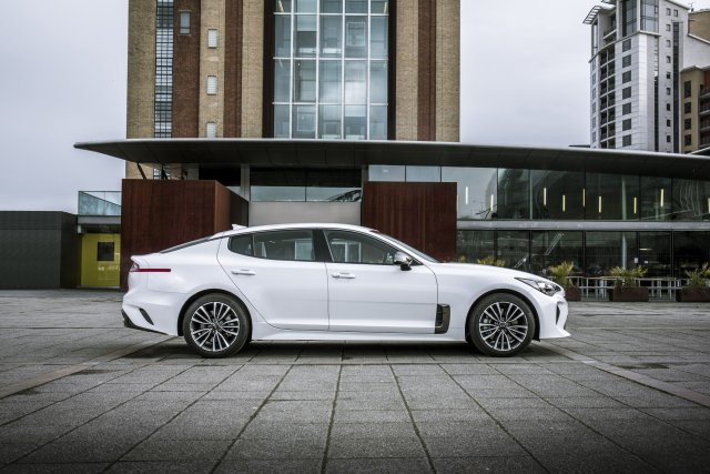 2019_kia_stinger_gt-line_uk_model_003.jpg